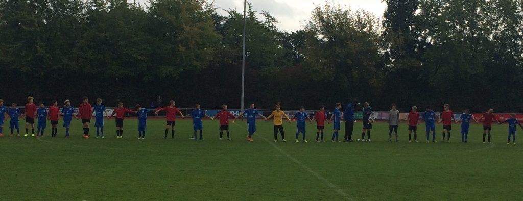 Nach Abpfiff bedankten sich beide Mannschaften Hand in Hand für das faire Spiel und für die Unterstützung der Zuschauer. Tolle Geste auf Initiative des VfL-Trainers!!!